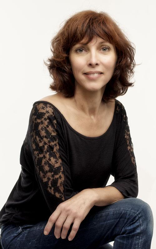Femme souriante brune Sophie Leroux